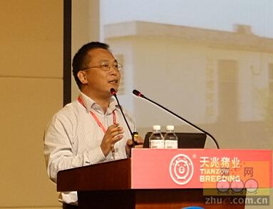 华南农业大学动物科技学院教授张守全先生作报告