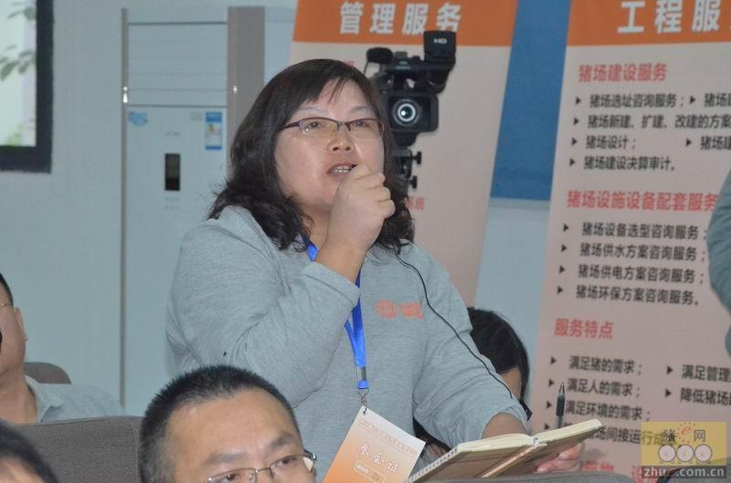 第二届中国现代养猪管理论坛现场互动交流的参会代表们