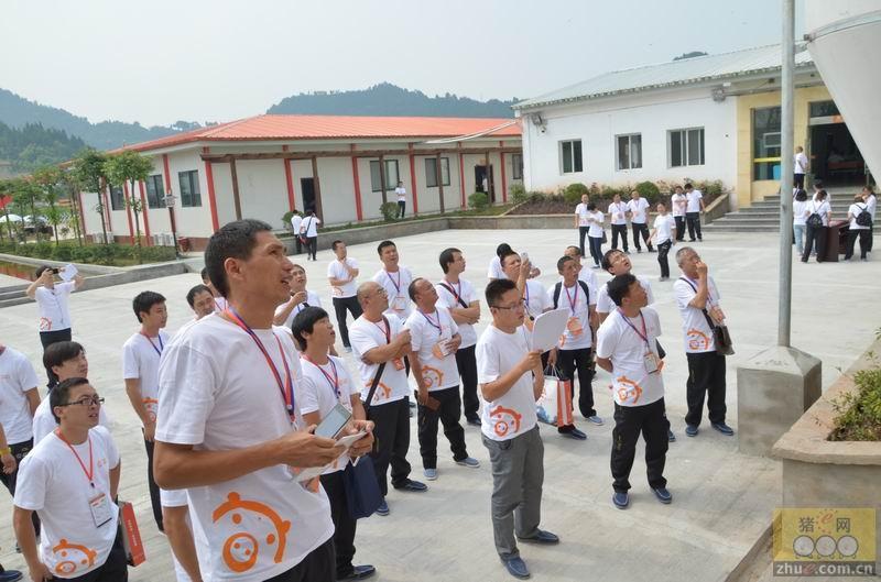第二届中国现代养猪管理论坛参观天兆猪业龙池核心场