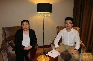 法国COOPERL集团-NUCLEUS种猪基因公司中国区负责人洪秦王先生与猪e网人物专访记者合影