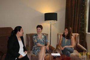 荷兰肉类与饲料中心执行总监安英娜女士、中国区总经理王葳女士与猪e网人物专访记者合影