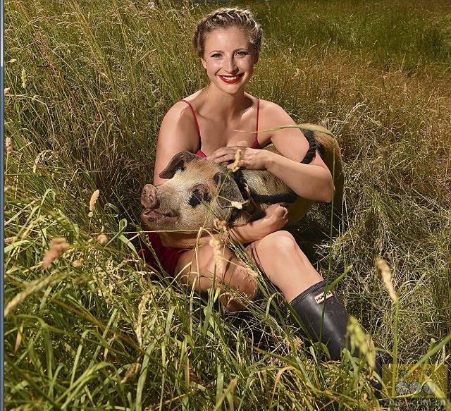 英国养猪场美女上杂志封面走红