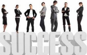 哪些角色成就经销商的非凡业绩?