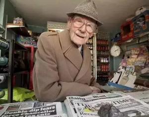 一个卖报老人如何靠这些颠覆性营销手段年入百万?