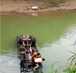 装猪货车失控冲进水库 1人死亡1人失踪