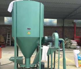 养殖所用机械维修保养与优劣之立式粉碎搅拌机