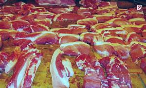 """海宁华丰村给村民""""发福利"""" 5万多斤免费猪肉连发3天"""