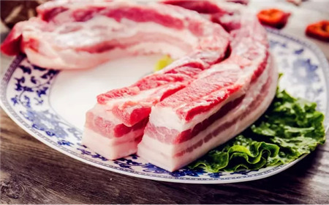 美国国家猪肉委员会市场情报总监Patrick Fleming说,世界市场正开始尝试品尝美国猪肉的味道,而Kems公司经济学家Steve Meyer说,他看到世界不同地区的猪肉消费增长率各有不同。