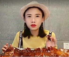 美女大胃王吃烤乳猪,香脆甜 人间美味!