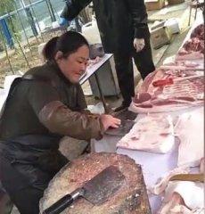 大姐一天卖5头生猪,靠的全是这技术,动作娴熟啊!