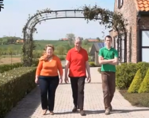 比利时家庭养猪场,三个人养猪2130头