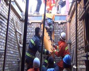 养猪场施工,现场意外坍塌:1人昏迷,1人骨折