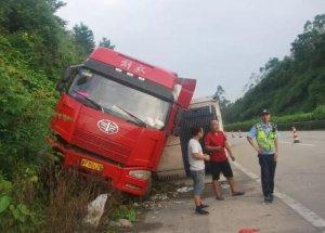 广西:玉林一货车不慎侧翻 20吨走私肉意外曝光